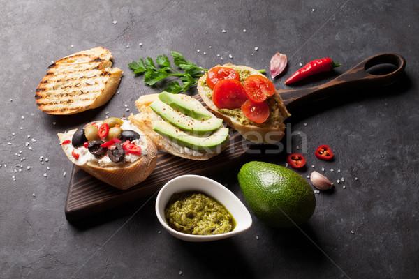 Pirítós szendvicsek avokádó paradicsomok olajbogyók kő Stock fotó © karandaev