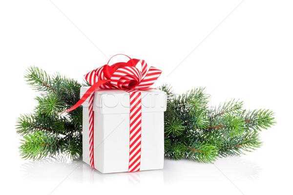 Karácsony ajándék doboz fenyőfa ág izolált fehér Stock fotó © karandaev