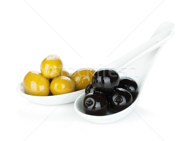 Yeşil siyah zeytin yalıtılmış beyaz gıda arka plan Stok fotoğraf © karandaev