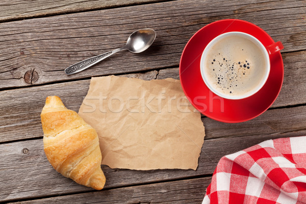 Fresco croissant café mesa de madeira topo ver Foto stock © karandaev