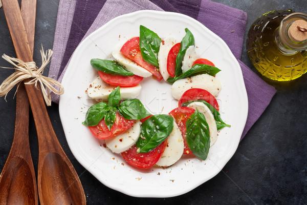 Insalata caprese mozzarella pomodori basilico formaggio erbe Foto d'archivio © karandaev