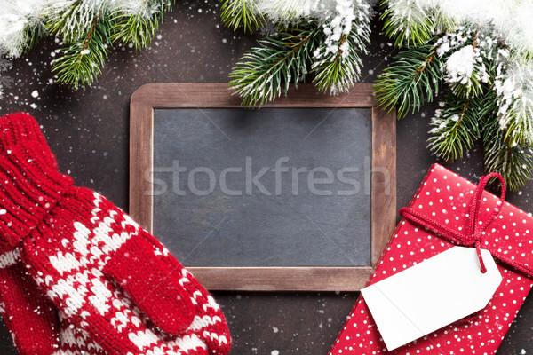 Karácsony fenyőfa ajándék ujjatlan kesztyűk tábla üdvözlet Stock fotó © karandaev