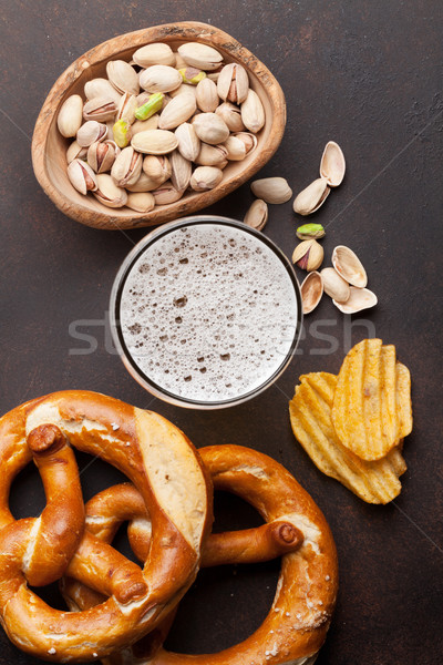 Photo stock: Bière · collations · pierre · table · noix