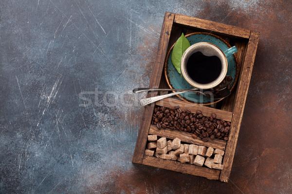 Tasse de café fèves cassonade haut vue Photo stock © karandaev
