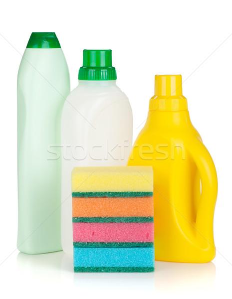 Plastik şişeler temizleme ürünleri yalıtılmış beyaz ev Stok fotoğraf © karandaev