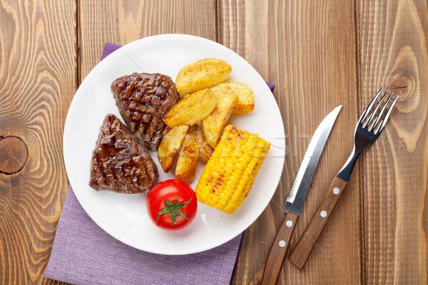 Stok fotoğraf: Biftek · ızgara · patates · mısır · domates · ahşap · masa