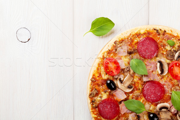 Italiano pizza pepperoni tomates aceitunas albahaca Foto stock © karandaev