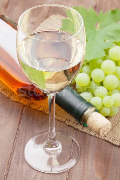 Vino bianco uve tavolo in legno alimentare vino legno Foto d'archivio © karandaev