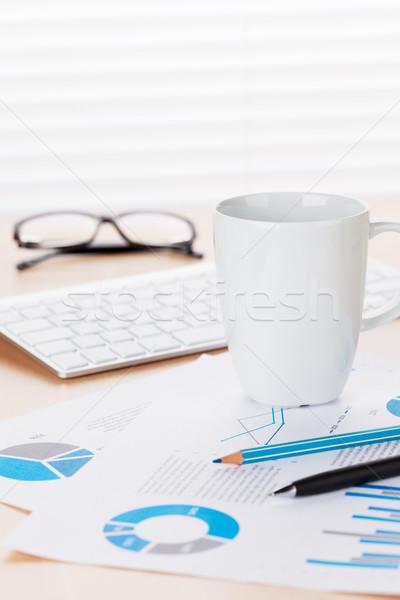 Bureau travail café rapports tasse de café Photo stock © karandaev