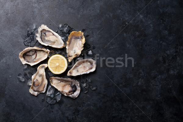 Osztriga citrom kinyitott jég kő asztal Stock fotó © karandaev