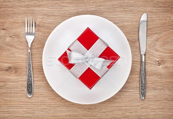 バレンタインデー ギフトボックス プレート 銀食器 木製のテーブル ストックフォト © karandaev