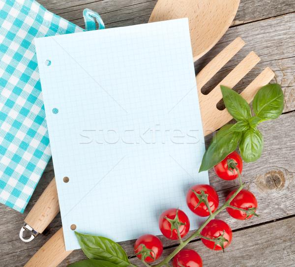 Notepad papier recettes tomates basilic table en bois Photo stock © karandaev