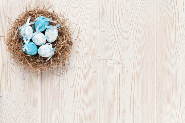 Paskalya yumurtası yuva Paskalya renkli yumurta ahşap masa Stok fotoğraf © karandaev