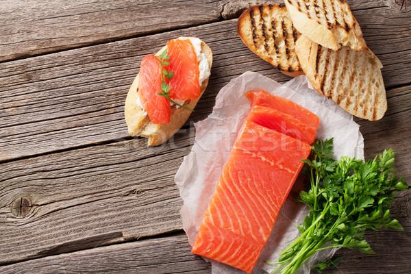 Brinde sanduíche salmão pão queijo mesa de madeira Foto stock © karandaev
