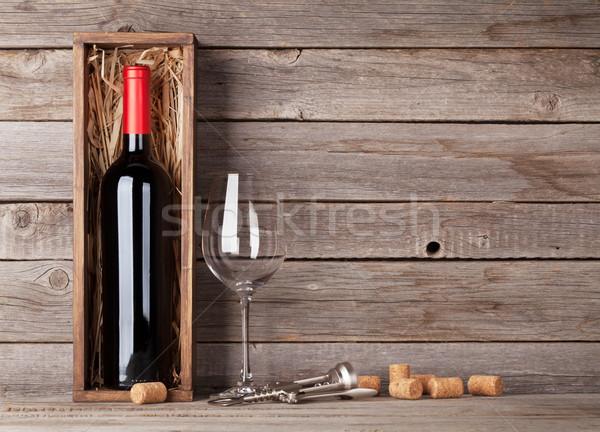 Vino rosso bottiglia bicchiere di vino finestra vetro legno Foto d'archivio © karandaev
