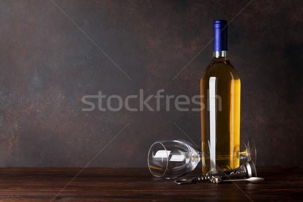 Garrafa de vinho branco vidro lousa parede cópia espaço comida Foto stock © karandaev