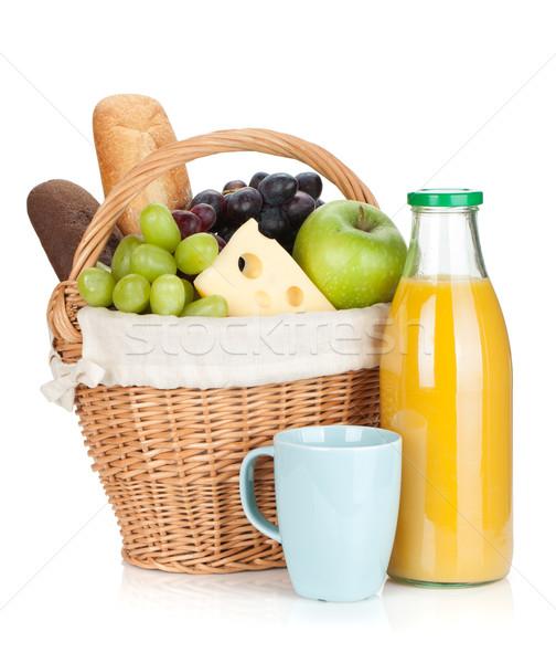 Piknik sepeti ekmek meyve portakal suyu şişe yalıtılmış Stok fotoğraf © karandaev