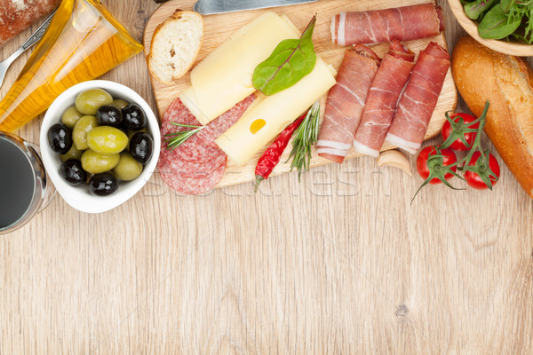 Vin rouge fromages olives tomates prosciutto pain Photo stock © karandaev