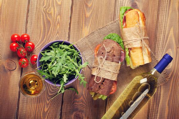 Twee sandwiches salade witte wijn houten tafel top Stockfoto © karandaev
