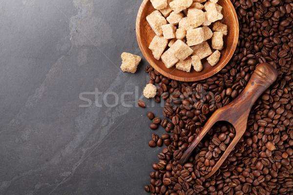 Grains de café cassonade pierre table haut vue Photo stock © karandaev