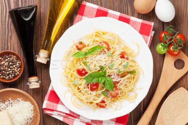 Espaguetis pasta tomates albahaca mesa de madera superior Foto stock © karandaev