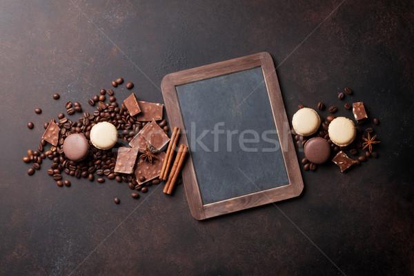 Caffè cioccolato vecchio tavolo da cucina chicchi di caffè top Foto d'archivio © karandaev