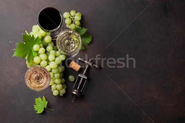 Copos de vinho uvas pedra tabela topo ver Foto stock © karandaev