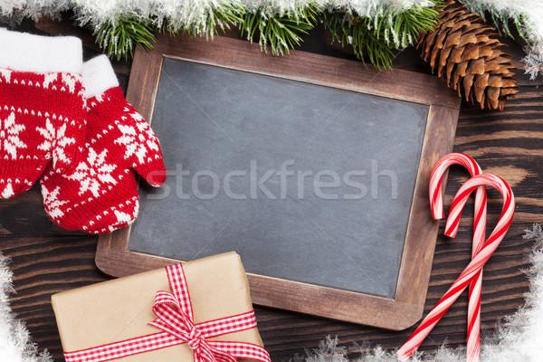 Foto stock: Navidad · pizarra · decoración · caja · de · regalo · mesa · de · madera