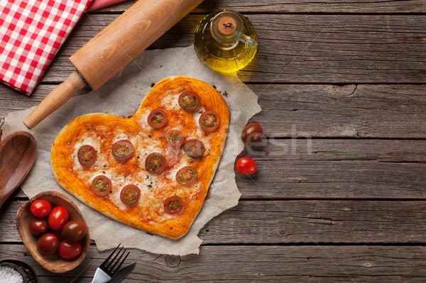 Szív alakú pizza paradicsomok mozzarella valentin nap Stock fotó © karandaev