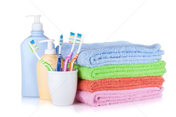 Shampoo bottiglie colorato asciugamani isolato bianco Foto d'archivio © karandaev