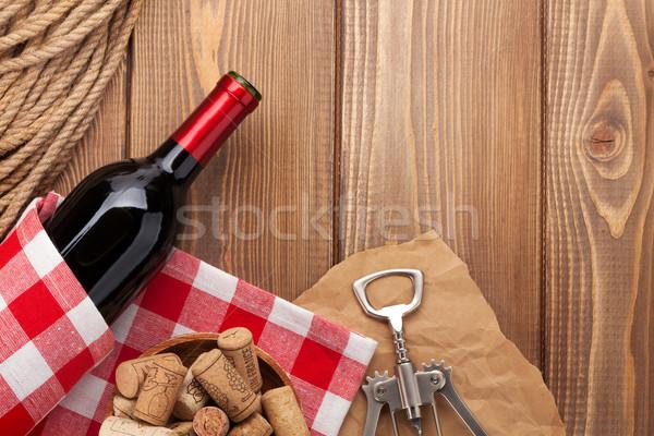 Rode wijn fles houten tafel top Stockfoto © karandaev