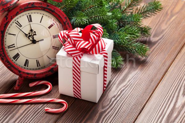 Stok fotoğraf: Noel · çalar · saat · hediye · kutusu · şube · ahşap · masa
