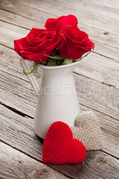ストックフォト: 赤いバラ · 心 · 木製のテーブル · バレンタインデー · 結婚式 · 愛