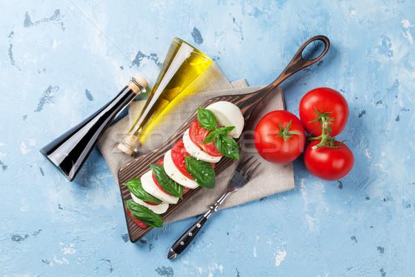 Mozzarella peynir domates fesleğen caprese caprese salatası Stok fotoğraf © karandaev
