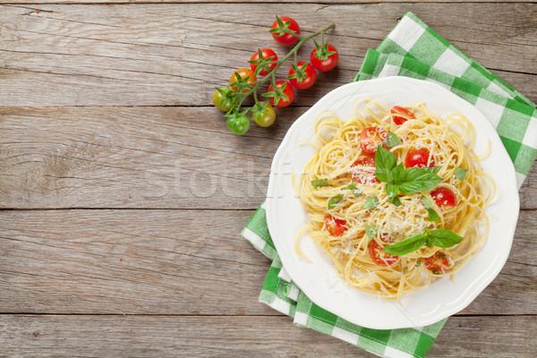 Spagetti makarna domates fesleğen ahşap masa üst Stok fotoğraf © karandaev