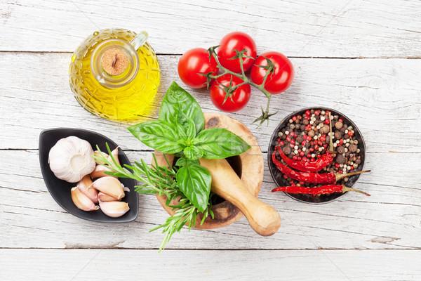 Foto stock: Comida · italiana · tomates · aceite · de · oliva · hierbas · especias · mesa · de · madera