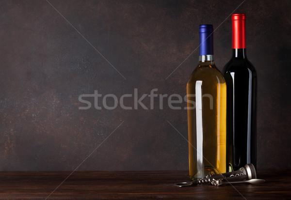 Kırmızı beyaz şarap şişeler tahta duvar bo Stok fotoğraf © karandaev