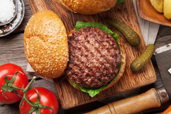 Sabroso a la parrilla Burger cocina carne de vacuno Foto stock © karandaev