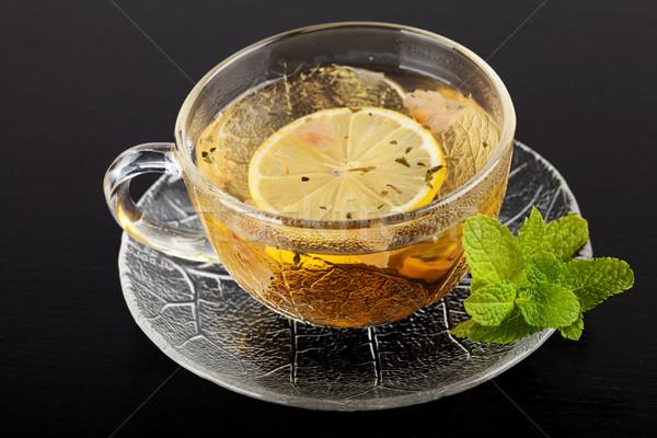 Copo chá verde limão de escuro mesa de madeira Foto stock © karandaev