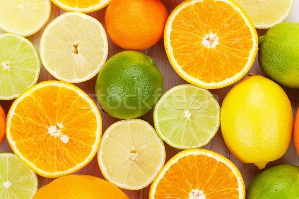 Agrios frutas naranjas mesa de madera madera Foto stock © karandaev