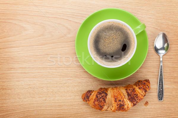 Csésze kávé friss croissant fa asztal copy space Stock fotó © karandaev