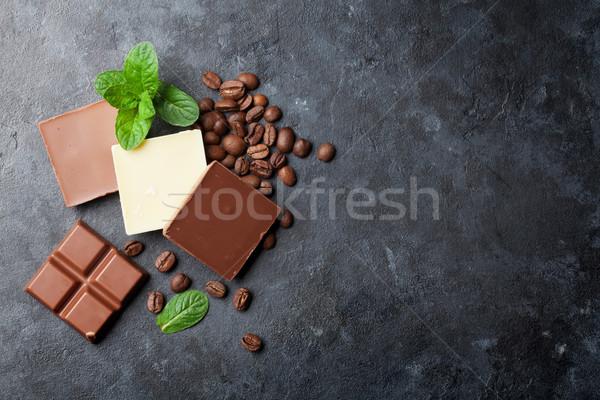Chocolat grains de café sombre pierre table haut Photo stock © karandaev
