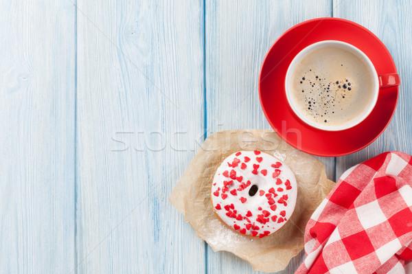 Donut hart koffie houten tafel Stockfoto © karandaev