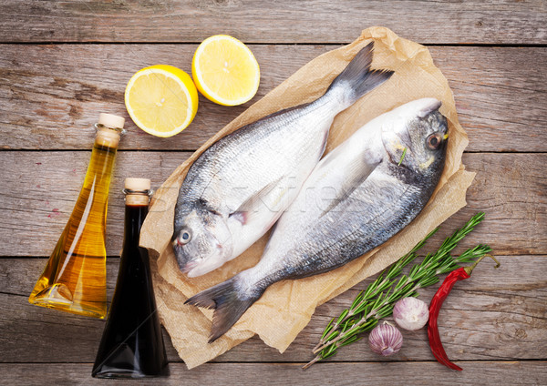 Foto stock: Fresco · peixe · cozinhar · temperos · mesa · de · madeira