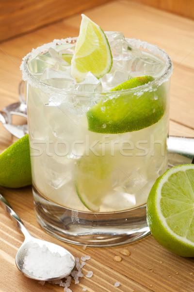 Сток-фото: классический · коктейль · деревянный · стол · пить