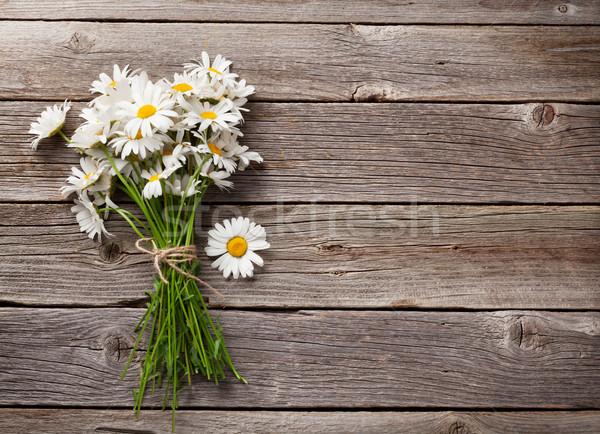 Papatya çiçekler buket ahşap görmek Stok fotoğraf © karandaev