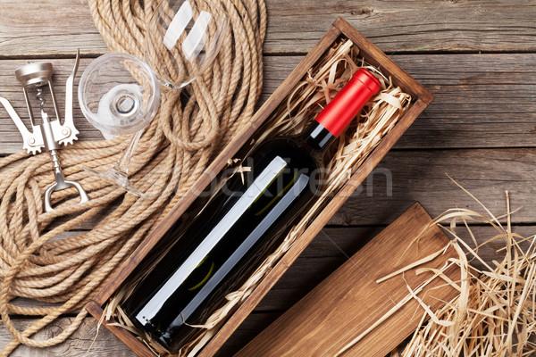 Rode wijn fles bril houten tafel top Stockfoto © karandaev