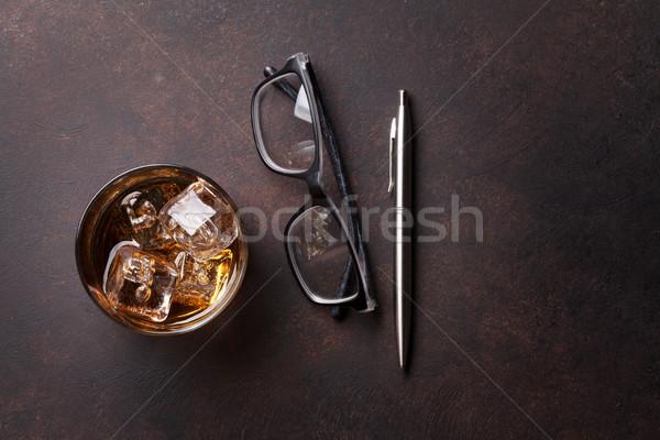 Whisky lodu pióro okulary górę widoku Zdjęcia stock © karandaev
