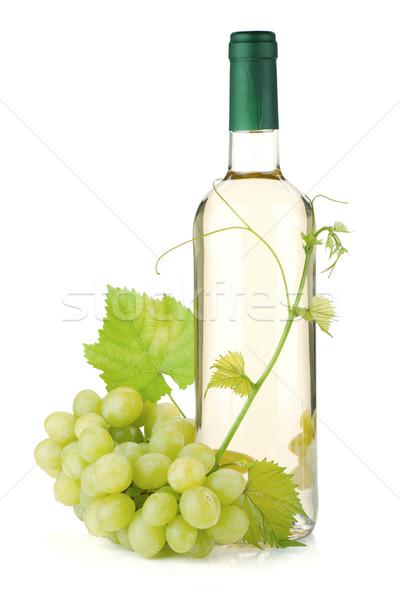Foto stock: Garrafa · de · vinho · branco · uvas · isolado · branco · comida · fruto