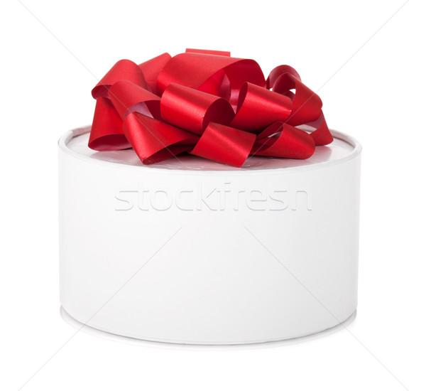 Single round gift box with red ribbon bow Stock photo © karandaev